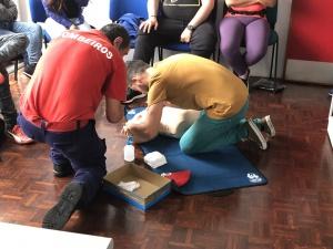 Bombeiros do Faial sensibilizam alunos da ESMA para a importância dos conhecimentos e práticas de Suporte Básico de Vida